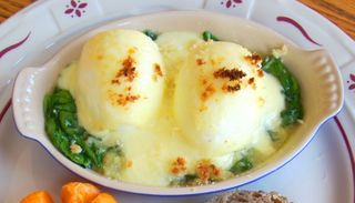 Whisk eggs mornay 023