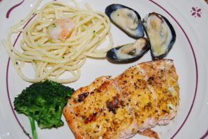 Whisk mussels in cream sauce 038