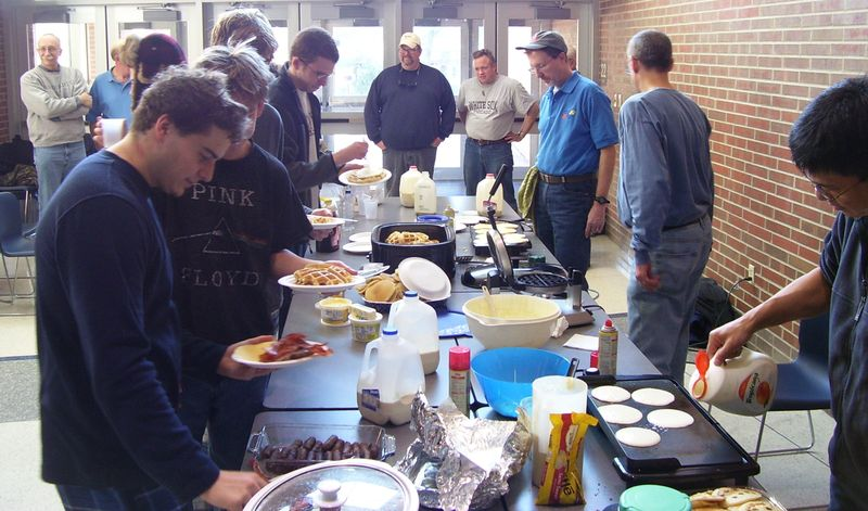CSC Dad's Pancake Breakfast Nov. 28, 2009 004