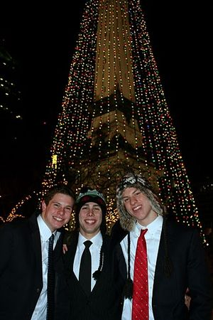 IMG_1328 Yuletide Dec 23 2009 Matt, Nik, Daniel in front of S & S Monument Tree