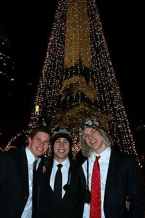 IMG_1328 Yuletide Dec 23 2009 Matt, Nik, Daniel in front of S & S Monument Tree