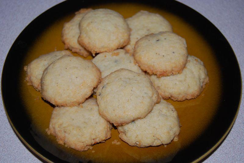 Giada crackers, twd muffins, ellie bars 008
