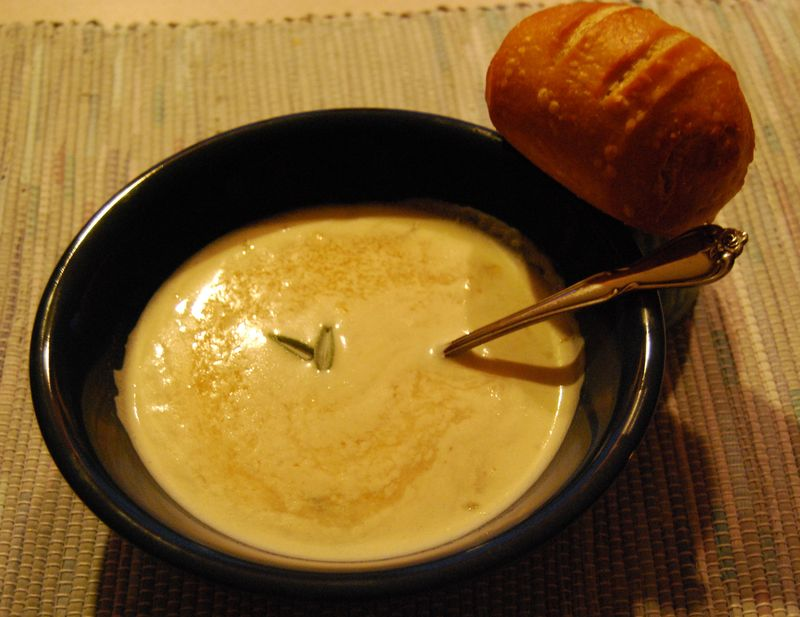 Giada's Tuscan White Bean and Garlic Soup 014