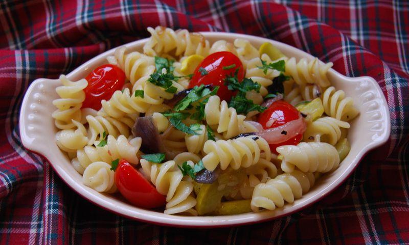 30 Min Pasta Fusilli w Squash Tomato Onion 007