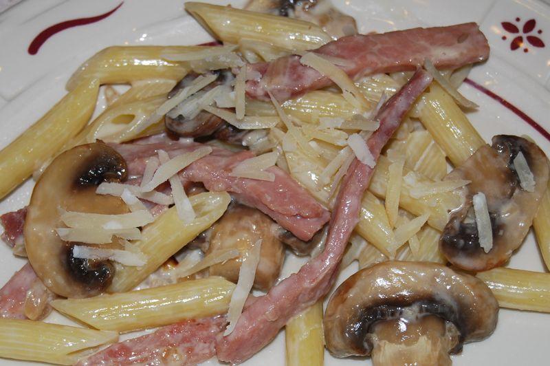 Penne w Mushrooms and Ham 013
