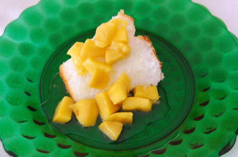 CEiMB Cake w Mango Sauce 014