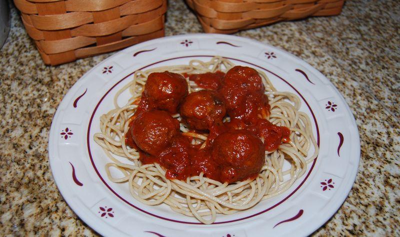 EwE meatballs, spinach salad, quinoa, scallops 010
